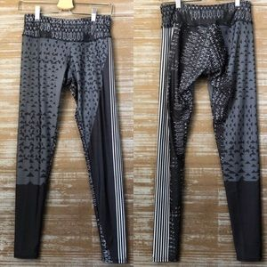 Onzie Black Gray Geometric Pattern Leggings Sz M/L